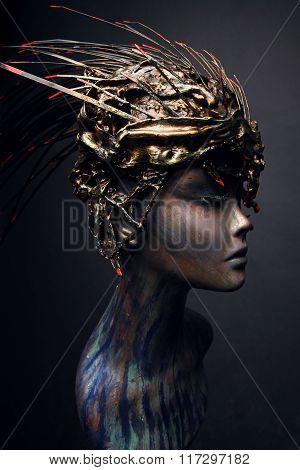 Mannequin in head wear long spikes