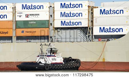 Amnav Tugboat Revolution Assisting Cargo Ship Manoa Maneuver Into The Port Of Oakland