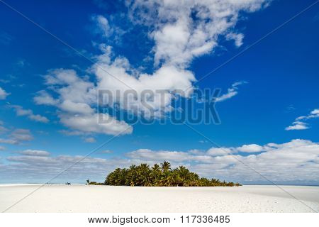 Idyllic tropical island and turquoise ocean water in South Pacific