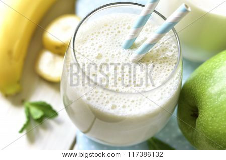 Banana Apple Smoothie.