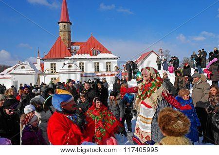 Gatchina, Leningrad region, RUSSIA - March 5, 2011: Maslenitsa. Skomorokhs. Festivities.