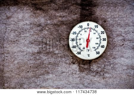 Outdoor temperature thermometer