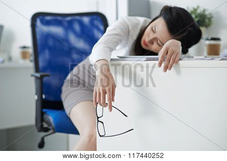 Asleep businesswoman