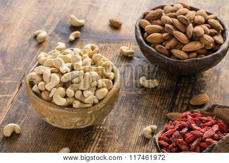 Cashews, almonds and dried goji berries