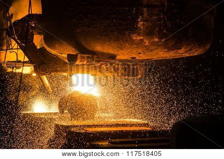 Tank pours the liquid steel in the molds