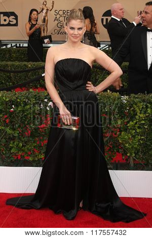 LOS ANGELES - JAN 30:  Anna Chlumsky at the 22nd Screen Actors Guild Awards at the Shrine Auditorium on January 30, 2016 in Los Angeles, CA