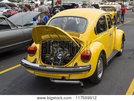 1976 Vw Yellow Bug / Beetle Car Rear View