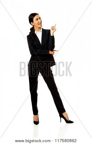 Businesswoman pointing at copyspace