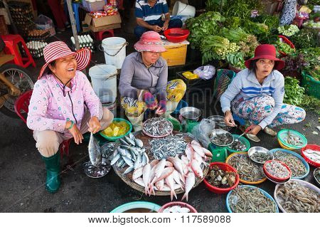 Women are selling seafood at the wet market