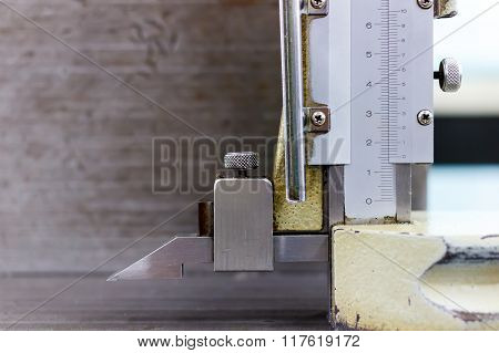 A Socket With Vernier Callipers