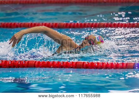 young woman swimmer swims in pool crawl