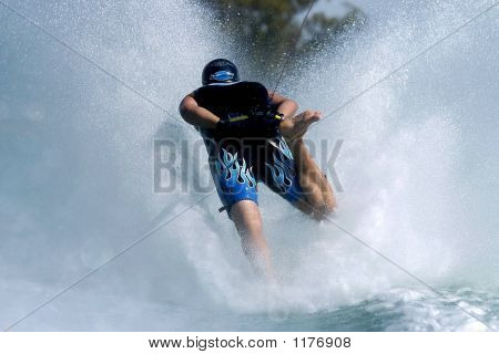 Barefoot Skiing 02