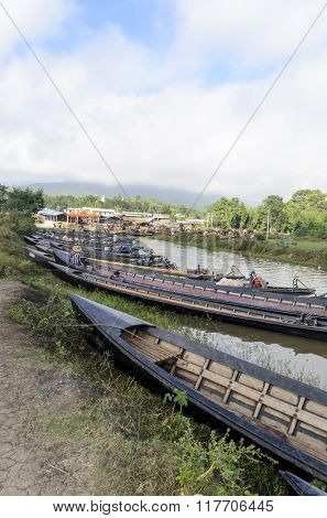 INLE LAKE, MYANMAR - NOVEMBER 02: Empty boats waiting for the Burmese people during the weekly market on Inle Lake on November 2, 2015 on Inle Lake, Myanmar (BURMA).