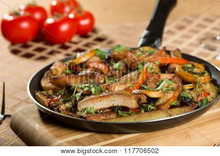 roast meat in a frying pan.