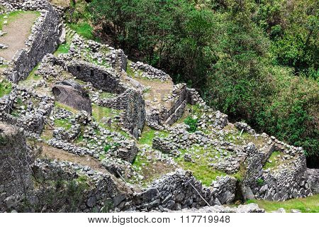 ruins of buildings and walls to Machu Picchu