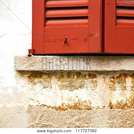 Azzate Window  Varese Italy   Brick Red