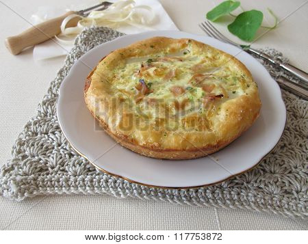 Asparagus quiche with cocked ham and herbs