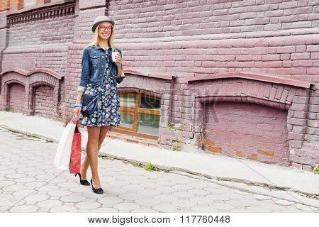 Girl shopping while travel