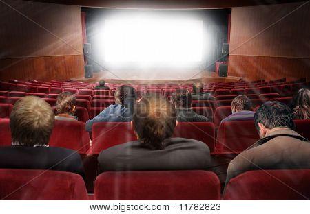 Постер, плакат: Зрители в зале кино с фильм коллаж, холст на подрамнике
