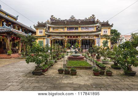 Hoi An, Vietnam - 7 January 2015: Chua Phap Bao Buddhist Temple With Little Bonsai Tree In Yard.