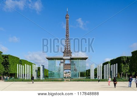 Paris, France - May 15, 2015: People Visit The Wall For Peace On The Champs De Mars