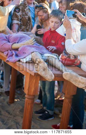 Historical reenactment of mummification