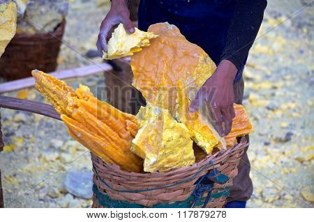 Sulfur Miner At Kata Ijen
