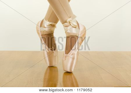 Ballet Workout; Tiptoe