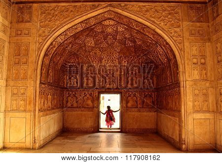 Red Fort Palace. September 4 2006: India Agra. On the other side of the story. A woman comes out of the chambers through the outlet decorated intricate pattern. Agra Vnugrennie murals and decoration.