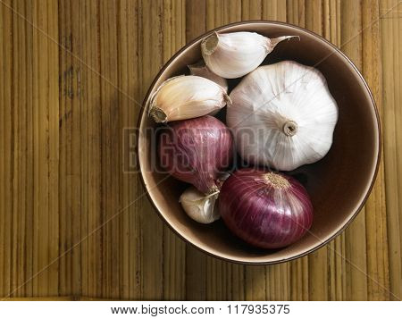 bowl of the onion and garlic