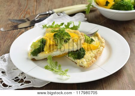 Omelet with broccoli and yellow pepper, frittata