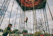 ������, ������: Runner climbing rope in a test of obstacle race