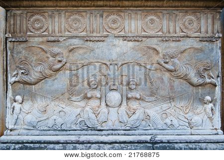 Allegorical bas-relief in the Palacio de Carlos V