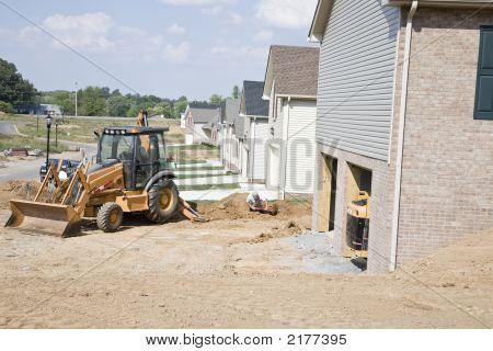 Electrictians Digging