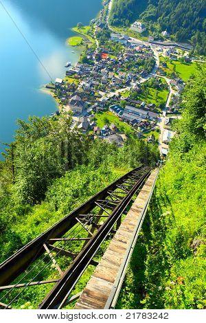 Teleférico de Hallstatt hasta Salzberg pico en Salzkammergut. Austria, Europa.