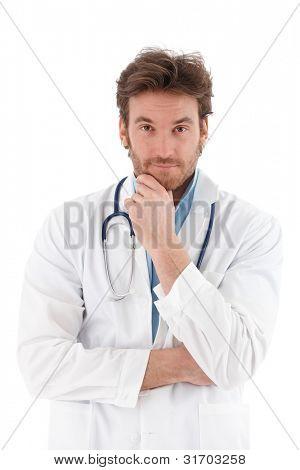 gut aussehend jung Arzt fragend Blick in die Kamera.