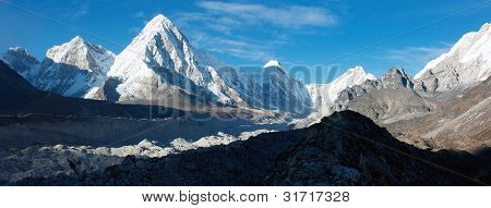 khumbu valley, khumbu glacier and pumo ri peak - nepal