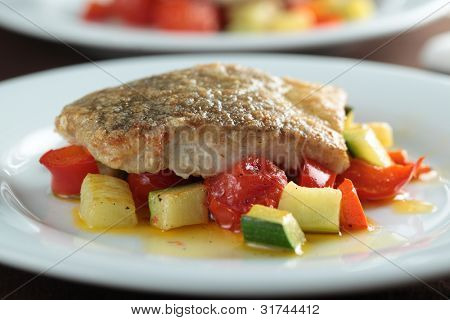 Gebratener Seelachs Filet mit Gemüse