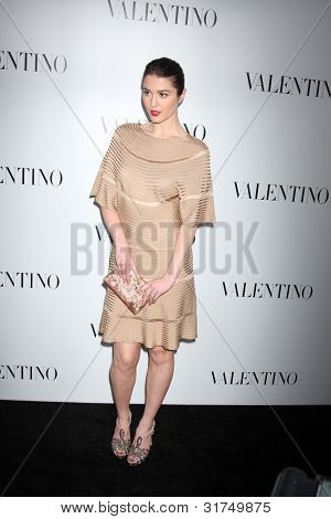 LOS ANGELES - MAR 27:  Mary Elizabeth Winstead arrives at the Valentino Beverly Hills Opening at the Valentino Store on March 27, 2012 in Beverly Hills, CA