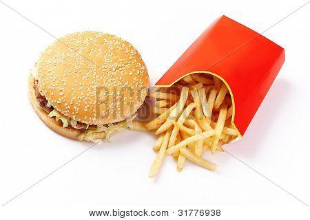 Hamburguesas y papas fritas en la cartulina de Toks malsana sobre fondo blanco