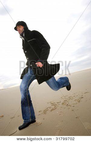 ejecutan a hombre en la playa
