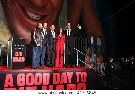 LOS ANGELES - JAN 31:  (L-R) J Moore, Jai Courtney, B Willis, Yuliya Snigir and Radivoje Bukvic at the 'A Good Day to Die Hard