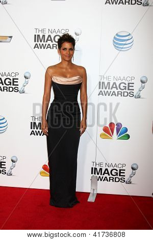 LOS ANGELES - FEB 1:  Halle Berry arrives at the 44th NAACP Image Awards at the Shrine Auditorium on February 1, 2013 in Los Angeles, CA.