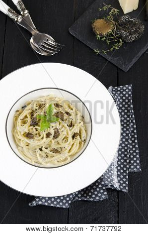 Spaghetti with fresh black truffle
