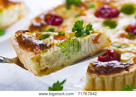 quiche with broccoli, cauliflower, carrots and tomatoes