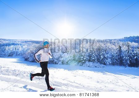 Man jogging in winter nature