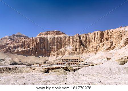 Overview Temple Of Queen Hatshepsut At Luxor .