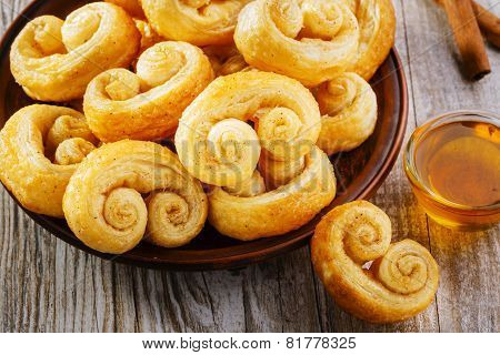 curls puff pastry with cinnamon cookies on a plate