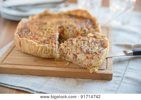 Quiche with vegetables and tuna