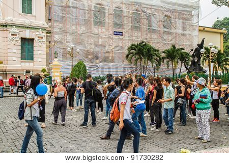 Ho Chi Minh, Vietnam - 12 October 2014: Customers And Visitors To The Post Office. It Was Built By T
